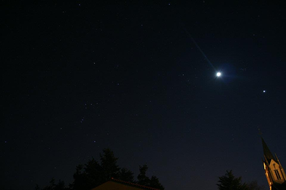 Rapprochement Lune Vénus dans Photos 559304_1961777421764_1762681445_964921_1356401035_n